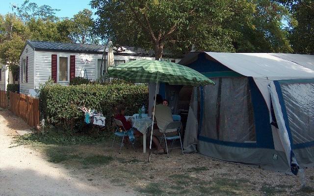Pr sentation camping la chicanette saint gilles en for Camping en camargue avec piscine