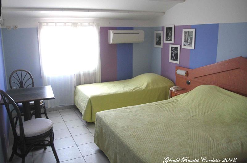 chambres h tel les arcades les saintes maries de la mer h tel en camargue. Black Bedroom Furniture Sets. Home Design Ideas