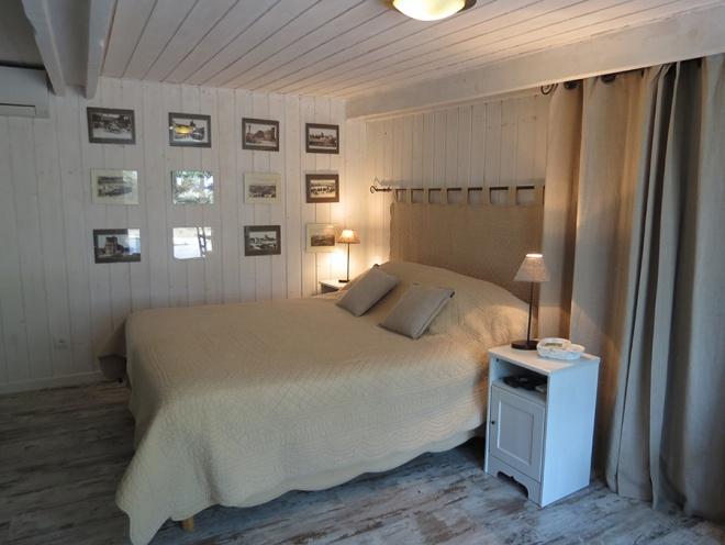 chambre d 39 h te l 39 oustau de caillette location g te chambre d 39 h tes les saintes maries de la. Black Bedroom Furniture Sets. Home Design Ideas